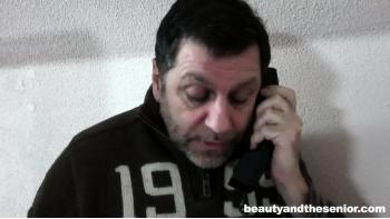 Kinky viejo anal spunker folla a su apretado culito para
